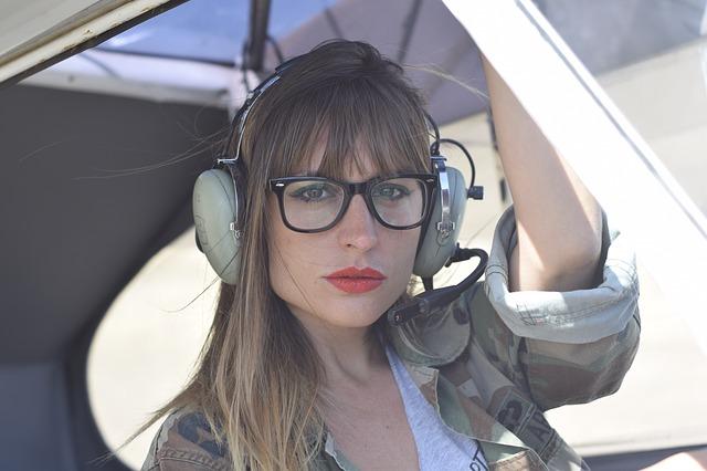žena v helikoptéře