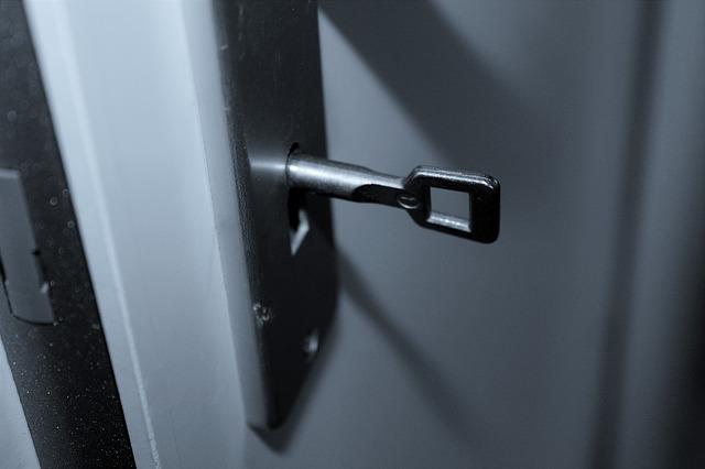 kování na dveře